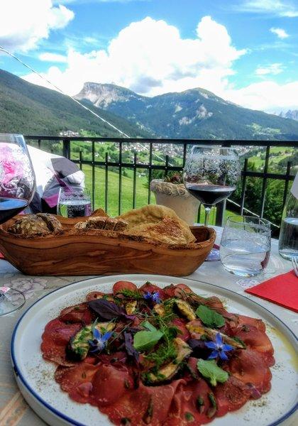 Vacanza in montagna -Carpaccio di cervo al Naturhotel La Cort - CG